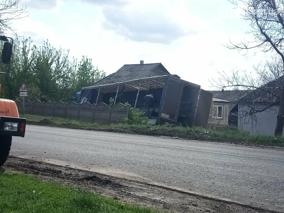 В Теклиному фура з траси на швидкості заїхала на приватне домоволодіння, фото-3