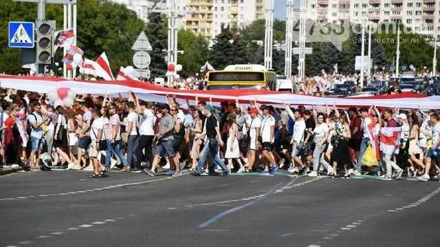 Протестуючі дійшли до будинку рад у Мінську, та не зупиняються, фото-1