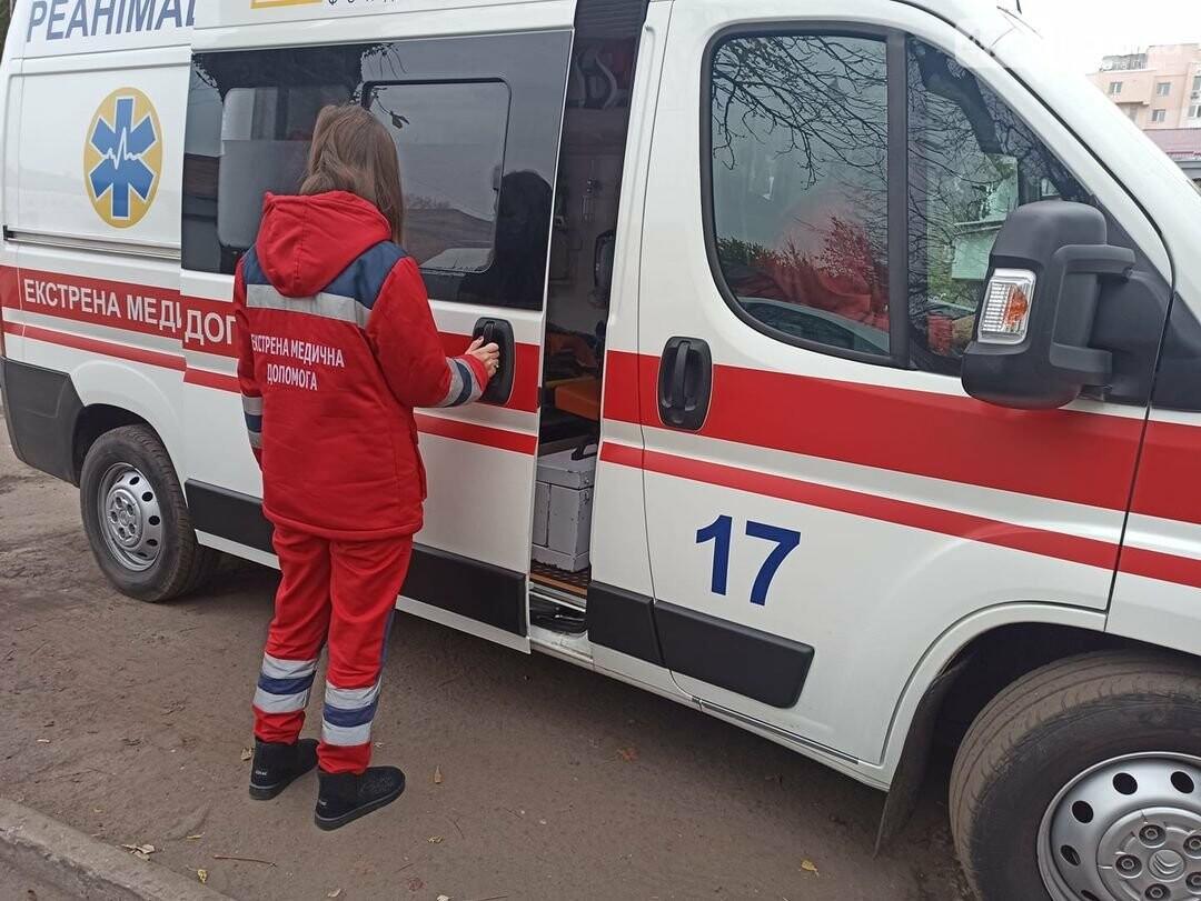 Неповнолітній викликав швидку та з електрошокером напав на 21-річну фельдшерку швидкої допомоги, фото-1
