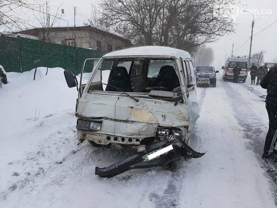 Затисло в автівці: у Смілі сталася аварія, фото-1