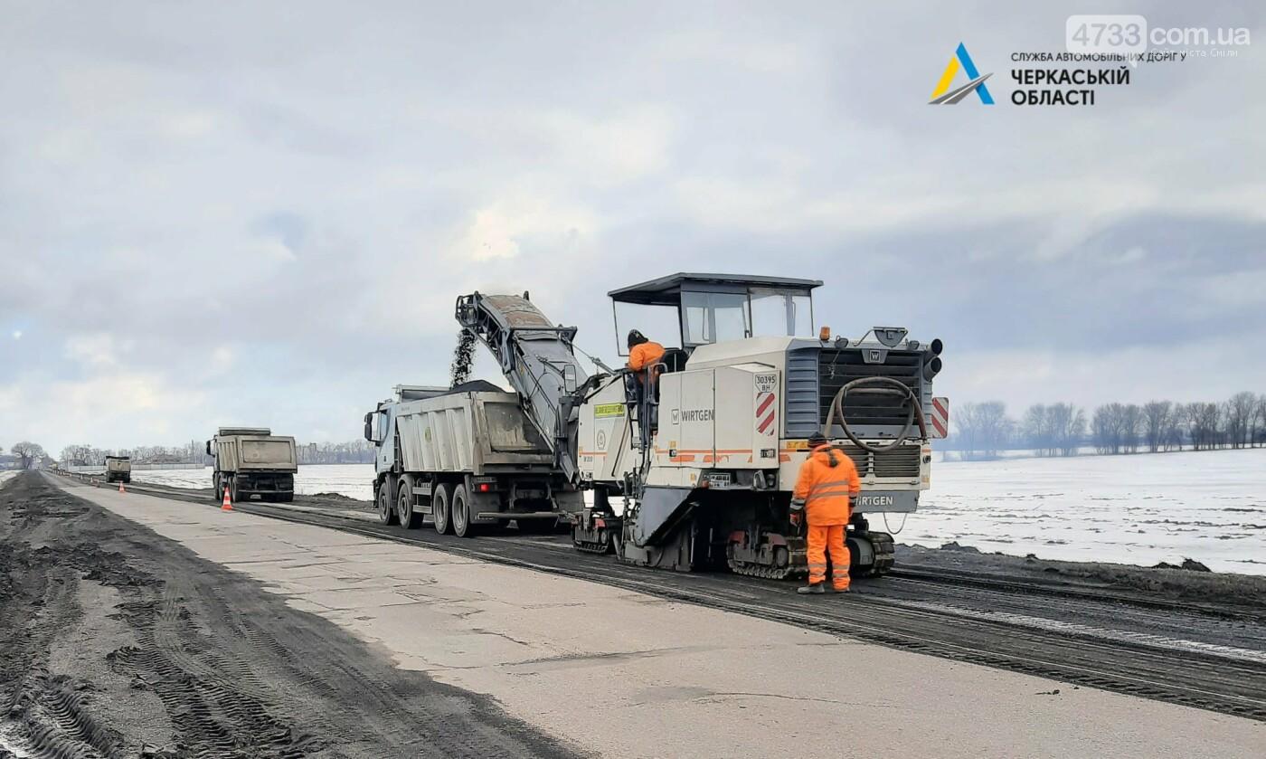 Розпочалися поточні ремонтні роботи на автодорозі від Черкас до Сміли. Рух ускладнено, фото-2