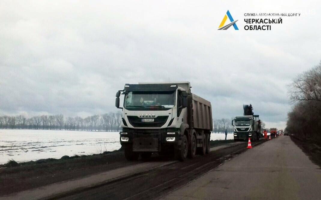 Розпочалися поточні ремонтні роботи на автодорозі від Черкас до Сміли. Рух ускладнено, фото-4